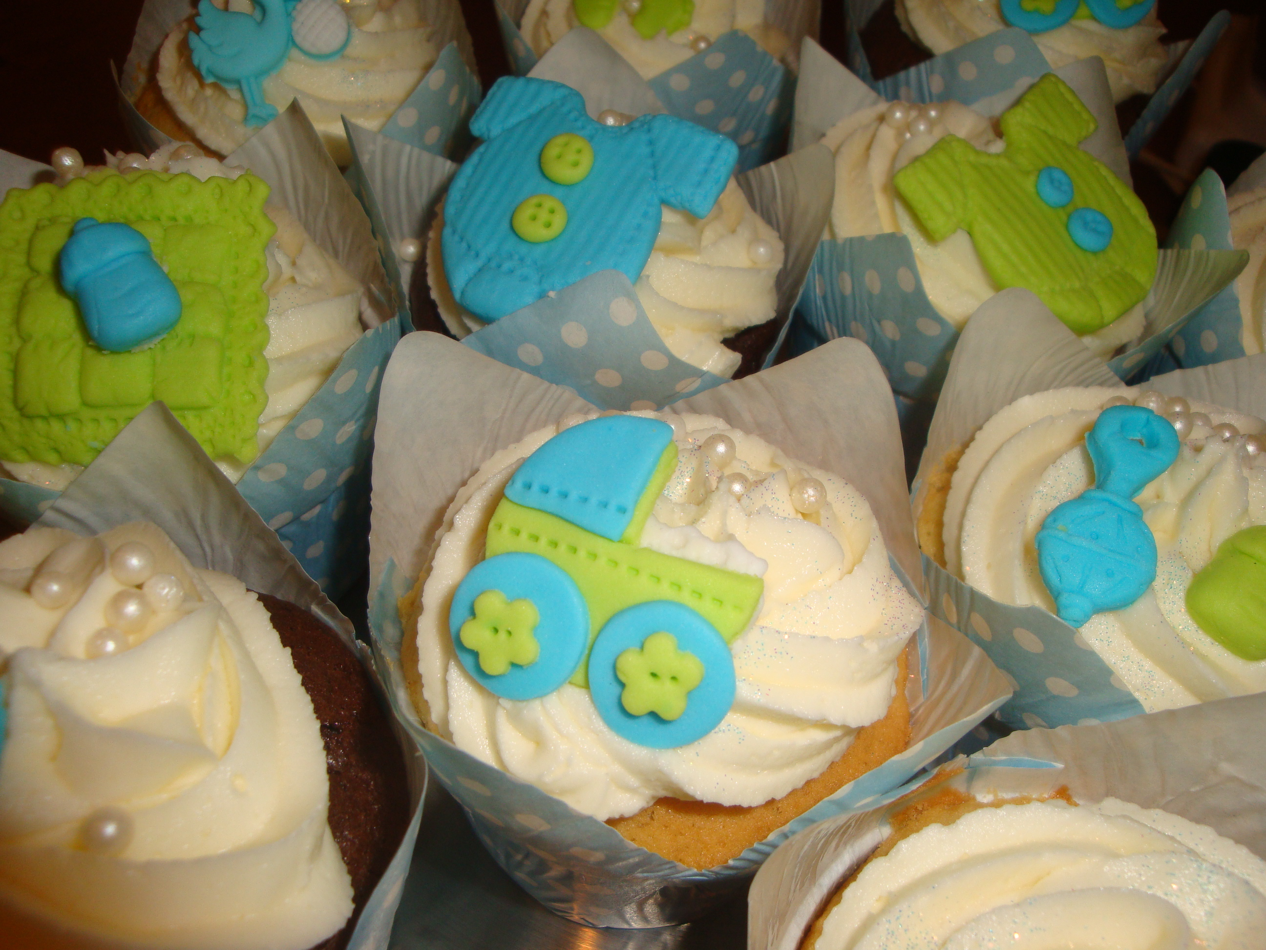 Baby shower cupcakes lime and blue cupcakes2delite for Lime and blue