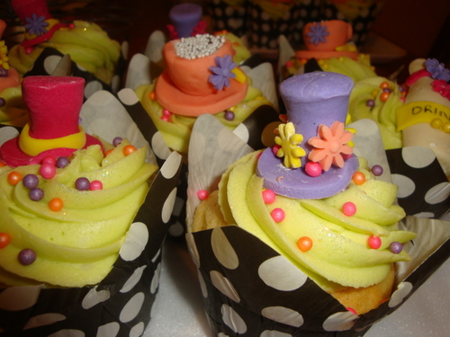 mad hatter cupcakes - photo #7