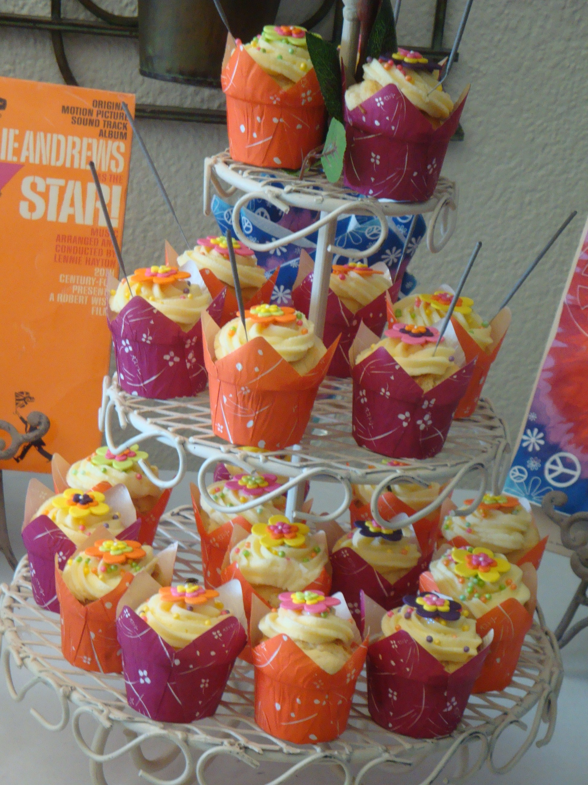 Funky 70 S Cupcakes On A Stand Cupcakes2delite