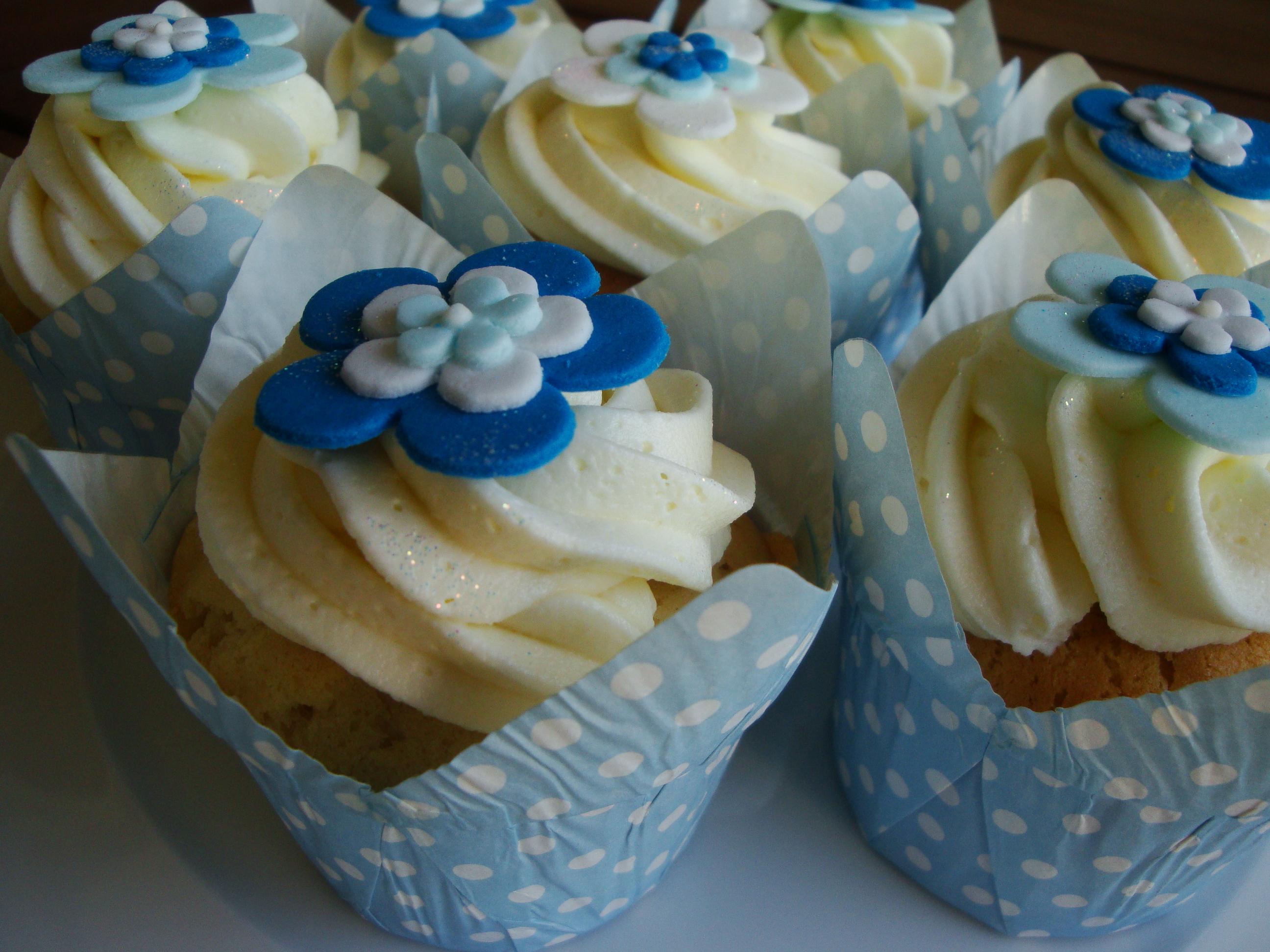 Funky Blue Flower Cupcakes Cupcakes2delite