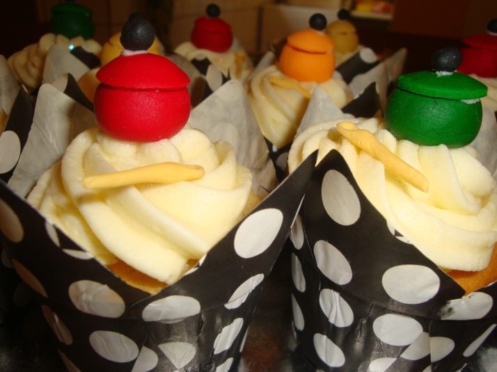 Cupcakes with fondant pots