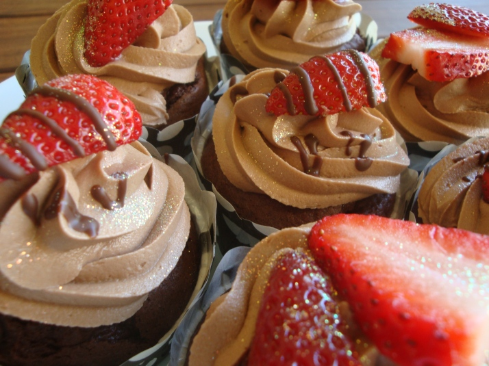 Strawberry & Dark Chocolate Cupcakes