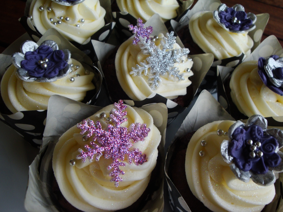 Christmas – Purple & Silver Cupcakes