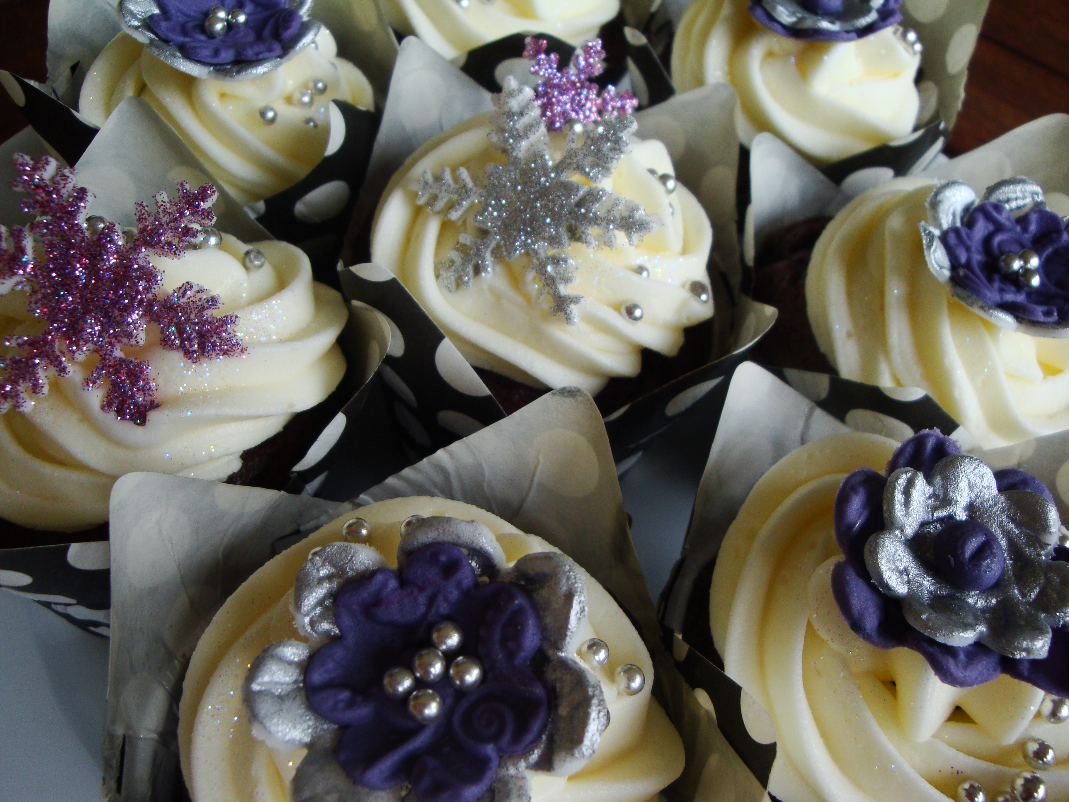 Christmas Cupcakes – Purple and Silver