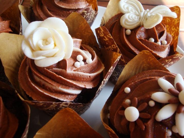 Cream & Chocolate Brown Wedding Cupcakes