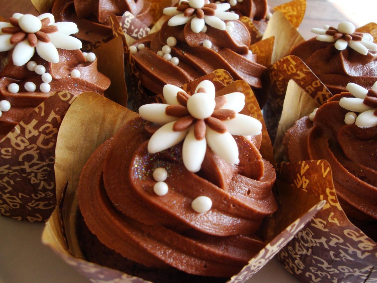 Cream & Chocolate Brown Wedding Cupcakes | cupcakes2delite
