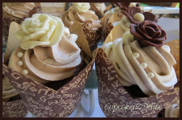 Cream & Brown Flowers Cupcakes