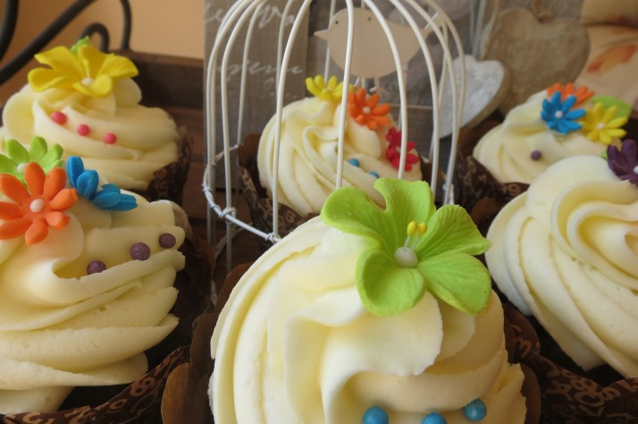 Spring Flower Cupcakes with Birdcage