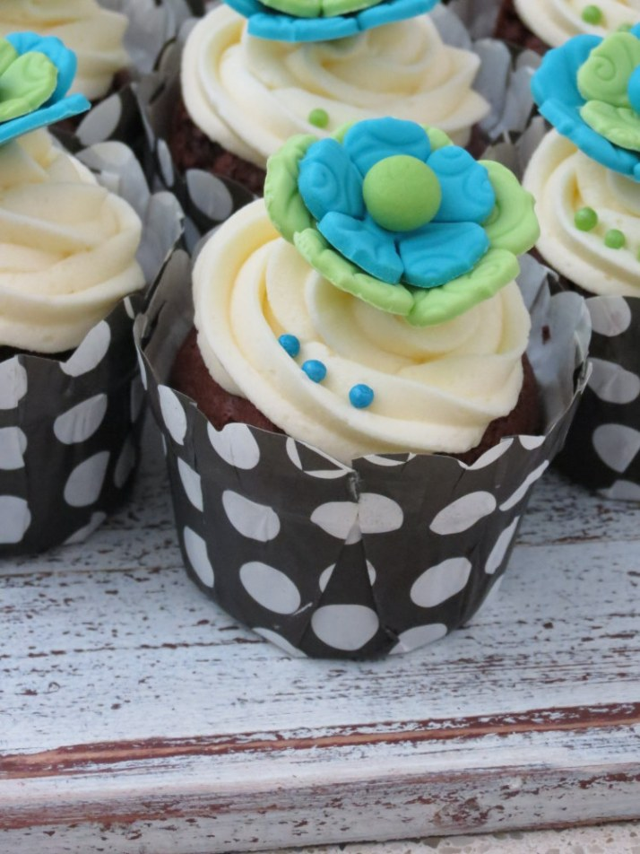 Blue & Lime Green Flower Cupcakes
