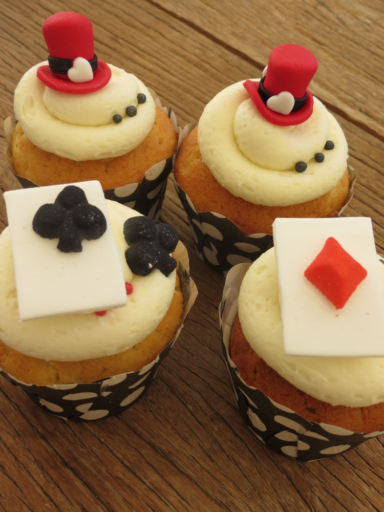 mad hatter cupcakes - photo #3