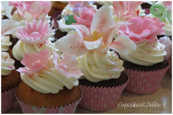 Granny Figurine & Flower Cupcakes
