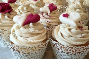 Cream & Burgundy Wedding Cake & Cupcakes